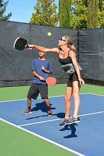 What makes a good pickleball paddle